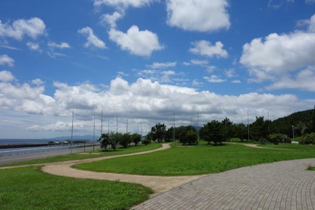 国営明石海峡公園バーベキュー広場のバーベキューサイトと海