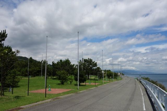 国営明石海峡公園バーベキュー広場の前の封鎖せれた道路