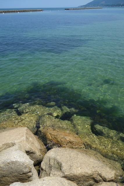 江井海水浴場の海面