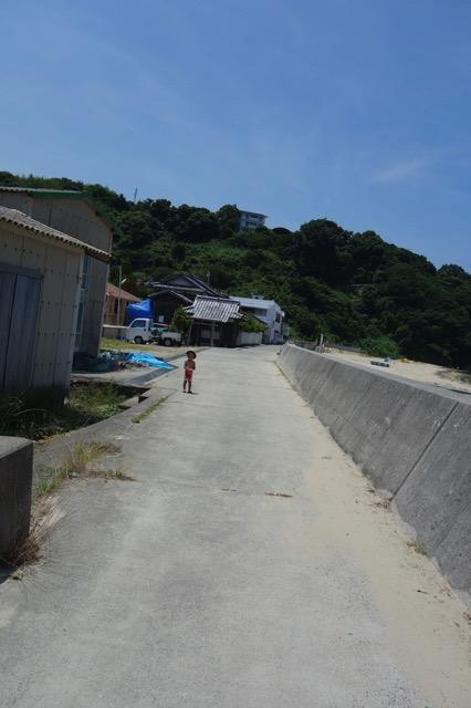 江井海水浴場の海岸沿い