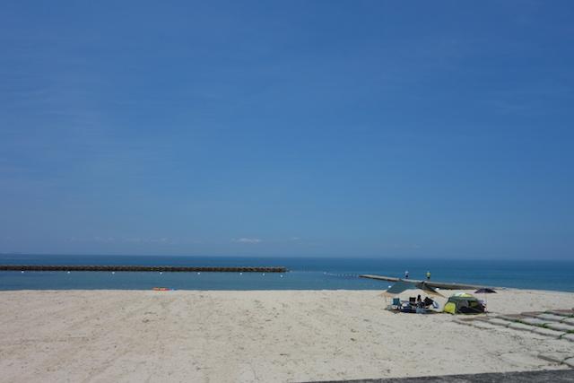 江井海水浴場の海水浴客