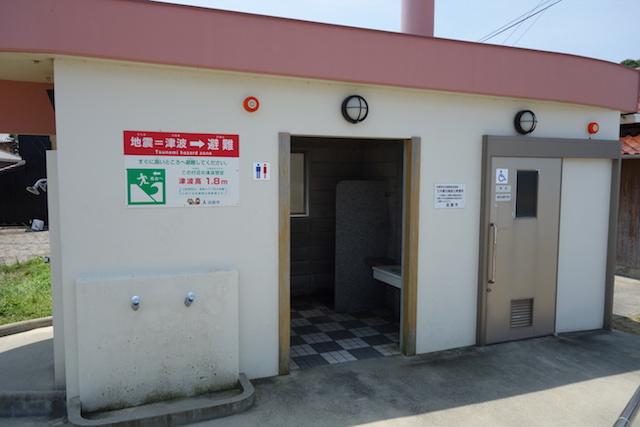 江井海水浴場のシャワーとトイレ