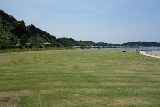 多賀の浜海水浴場の芝生広場