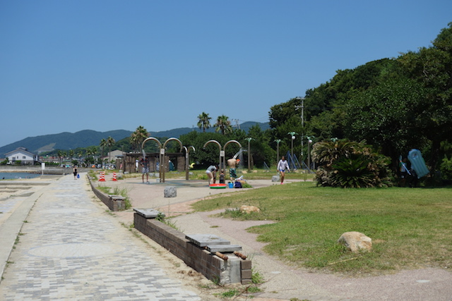 多賀の浜海水浴場の外のシャワー設備