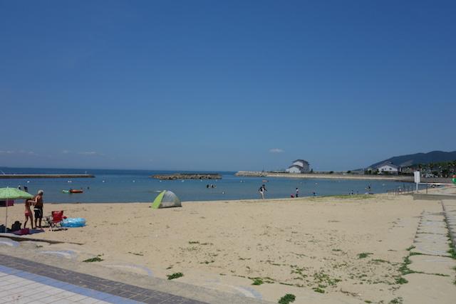 多賀の浜海水浴場遠浅のビーチ