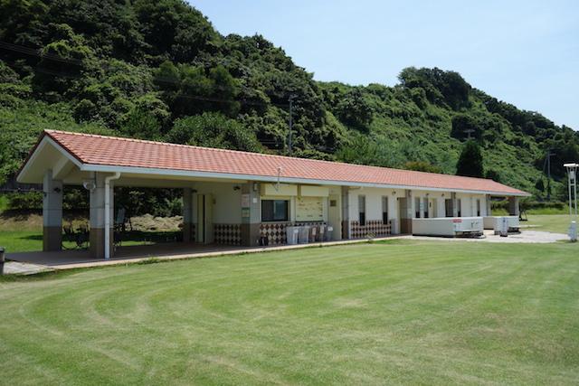 多賀の浜海水浴場の左側の更衣室