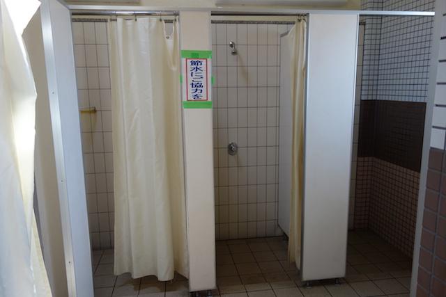 多賀の浜海水浴場のシャワー室(内側)