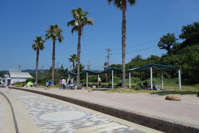 多賀の浜海水浴場の東屋