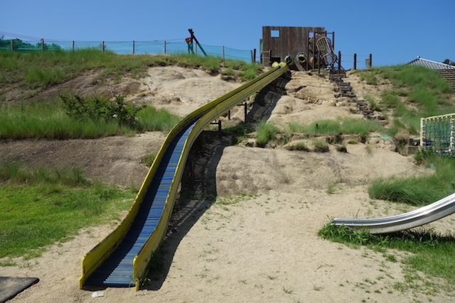 ウェルネスパーク五色わんぱく広場のローラー滑り台